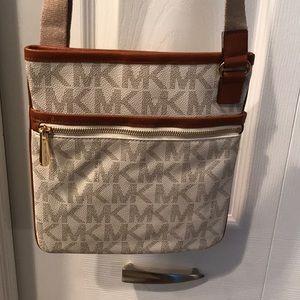 Michael Kors cross body purse never used